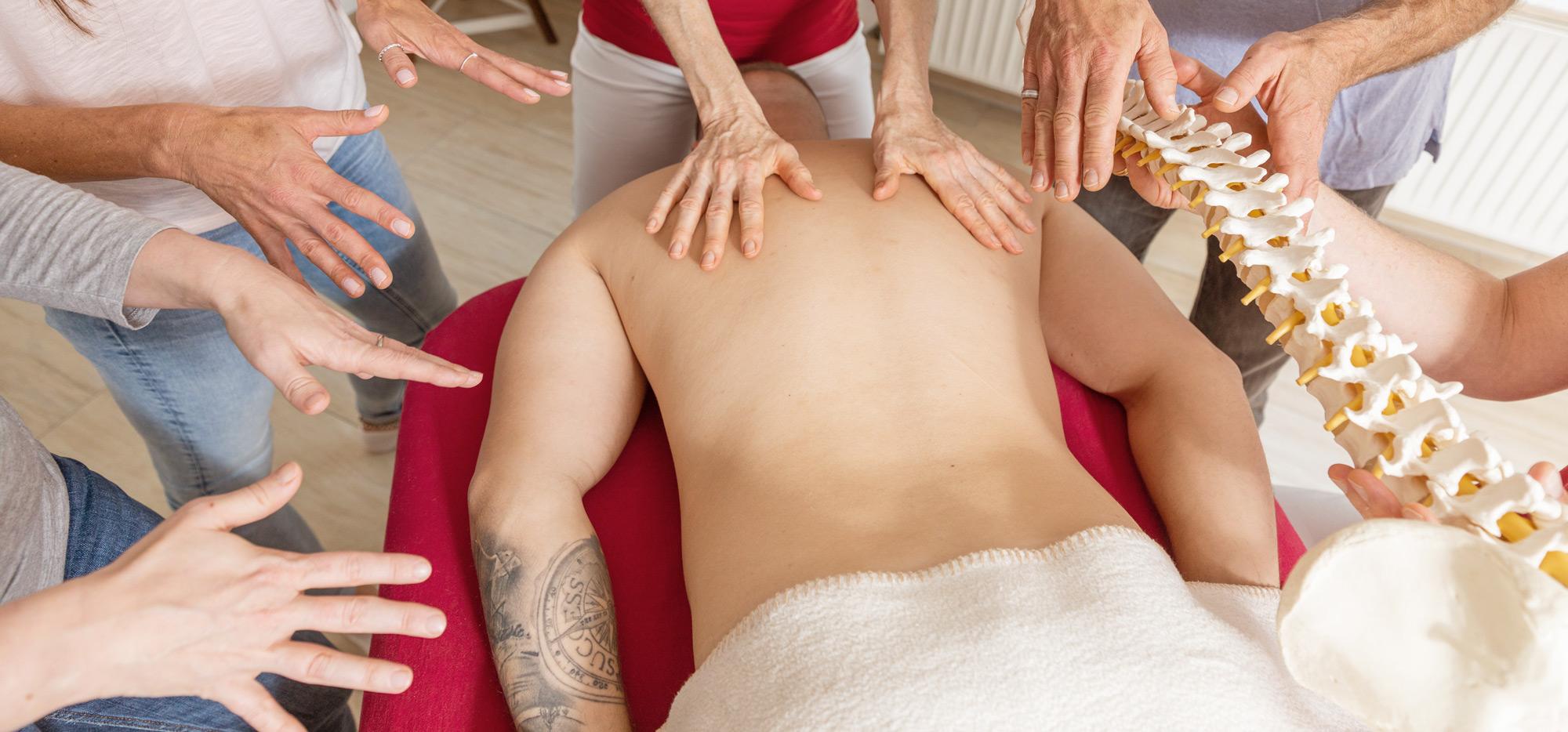 Massage Ausbildung, ganzheitlich und achtsamkeitsbasiert, für Berufsanfänger, Quereinsteiger und Profis in Deutschland und Österreich.